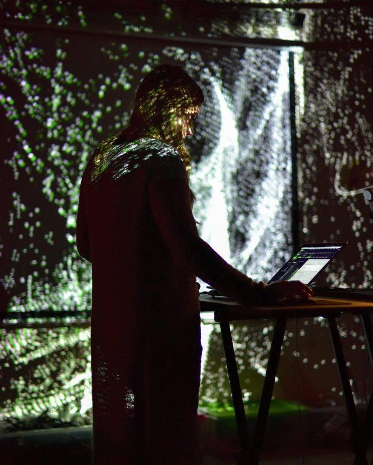 Live visual performance in Hamm, Germany. Winnie's Gartenparty - July 2019 (photo: Hans-Hermann Hess)